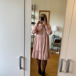 Fin kjole fra Pieces. Brugt to gange. BYD!😊