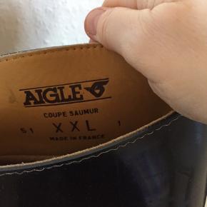 Fine Aigle gummi ridestøvler str 39 med lidt ekstra vidde. Foret sidder fast med er løst, derfor sælges de for 75kr( ikke noget der betyder noget)