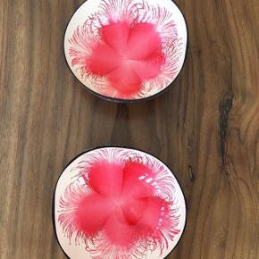 Solgt.Handmade Kokosskåle med dekoration indvendigt. De er 100% naturlige, økologiske, håndlavet, miljøvenlige og bæredygtige. 🌿75,- DK stykket. Perfekte julegaveønske og flotte at lave smoothie bowls i! De er sundhedsmæssige at spise af. 🥥 Hvis det lyster, så tjek min insta ud @coconutdishart, hvis du ønsker at se mere! ♥️