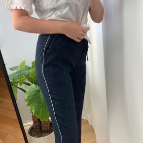 Envii bukser i str. S og spejlet er lidt støvet, så det er altså ikke bukserne, som har nogle fnug på sig eller lignede   Skriv for mere info  TAGS: zara, only, vero Moda, nakd