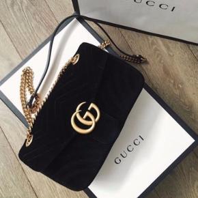 Gucci Marmont small taske i sort  Aldrig brugt.  Kvittering følger med  Prismærke stadig på!  Købt fra veneda.com Nypris 13500 kr..