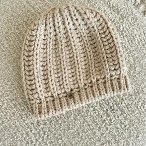 HUGO BOSS hat & hue