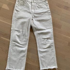 Købte disse hvide bukser fra Weekday sidste år, kan ikke passe dem mere og de er aldrig brugt!  Ny pris: 480kr