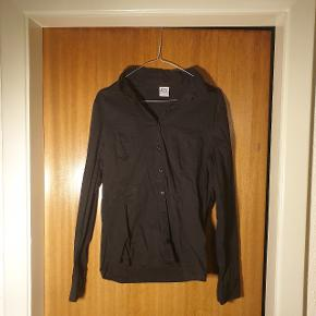 Skjorte fra Vero Moda i str. L, men synes den passer en M langt bedre.