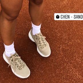 Shoe Biz sneakers