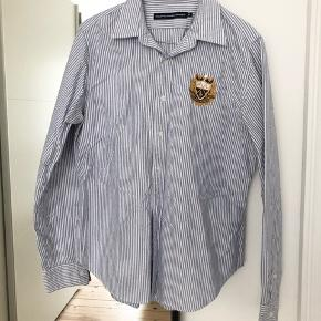Ralph Lauren Sport skjorte blå stribet i str 12 (ved ikke hvad det svarer til).