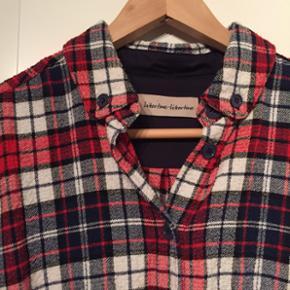Libertine Libertine lækker blød varm skjorte med uld. Næsten som ny. Nypris 1200kr.