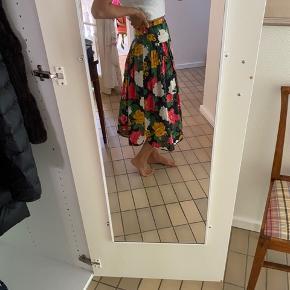 Vintage Valentino nederdel med blomsterprint 🌷