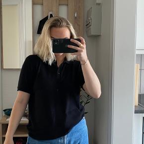 Sælger den trøje fra Zara som er brugt meget få gange, og intet fejler. Det er en str. L, men passer en S/M perfekt! Byd gerne.