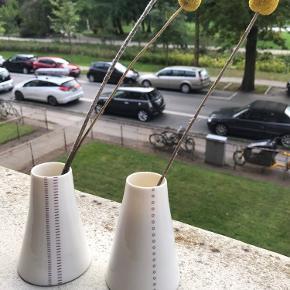 To små vaser der er lavet i samarbejde mellem Hay og Anne Black.  Ingen slid eller hakker.   BYD eller skriv endelig for flere billeder!