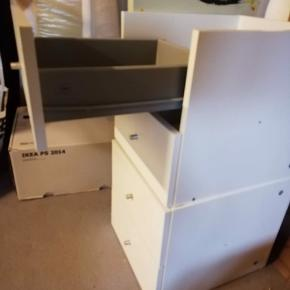 To stk. skuffeindsatser til reolsystemet Kallaks fra Ikea. Kan købes samlet eller enkeltvis. Prisen er pr. stk.