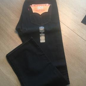 Levis mørkeblå jeans. Str 32/32 Aldrig brugt