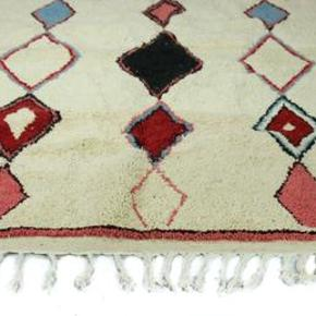 Gulvtæppe, ægte tæppe, uld, b: 150 l: 150 Håndknyttet beni ouarain tæppe fra Marokko. Har aldrig været brugt. Sendes med GLS, porto koster 100 kr.