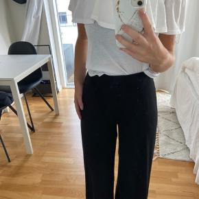 Bluse fra Gina Tricot, aldrig brugt.  Kan afhentes eller sendes fra Aarhus C
