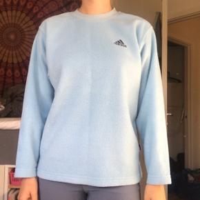 Super fed retro fleece sweater fra Adidas. Købt vintage, men i fin stand :) Passer xs-m alt efter hvordan man ønsker den fitter. BYD endelig!