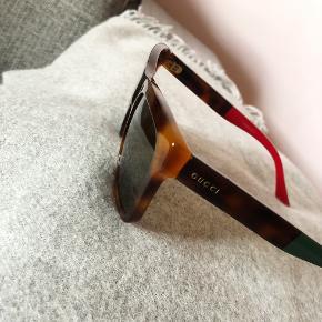 Unisex brille, brugt men i fin stand! De er selvfølgelig ægte. Byd gerne :)
