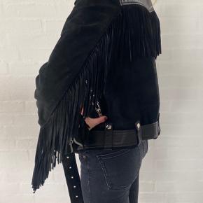 Har denne smukke jakke hængende - som jeg desværre kun har fået brugt 2 gange.. 🔆  Den fortjener et nyt hjem