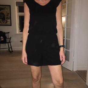 Skøn shorts buksedragt, kun brugt få gange