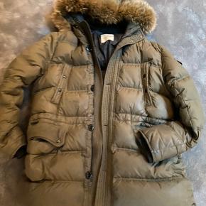 Super fed jakke . Trænger til rens/ vask eller god stand .
