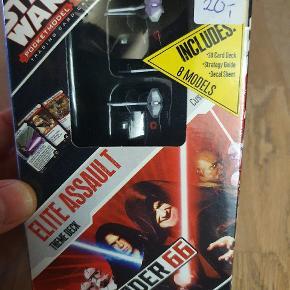 Udvidelse til Star Wars Pocketmodel Trading Card Game. Indeholder 8 modeller og 30 kort.  Passer til andre Star Wars Pocketmodel Trading Card spil.   Se vores andre annoncer, hvor vi også har flere starterspil til salg