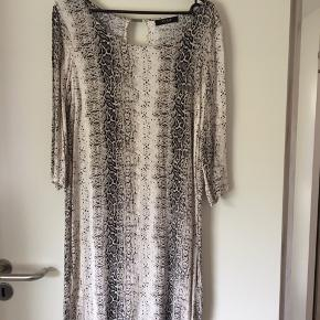 Rigtig fin kjole fra Vila 🌸brugt 2 gange 🌸rigtig pæn stand🌸Mp 60 kr 🌸