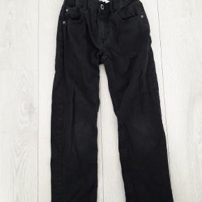 Sorte bukser, meget bløde/behagelige i stoffet, brugt få gange, str 122