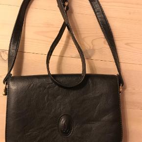 Varetype: Håndtaske Størrelse: Mellem Farve: Sort