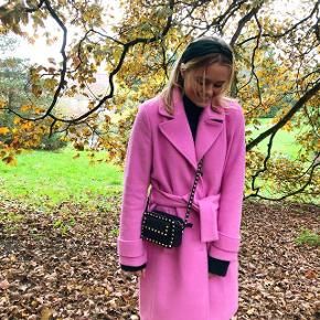 Pink jakke fra Modström! Næsten ikke brugt . Byd🌸