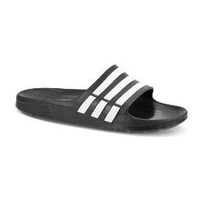Varetype: Slippers Farve: Sort Oprindelig købspris: 300 kr.  ❗️Badesandaler fra Adidas  ❗️I rigtig fin stand  ❗️Str 5/38