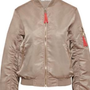 Så lækker jakke - Kamila bomber