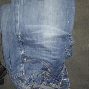 Levi's bukser str. 12 år. Super fine ingen skader eller noget, er dog brugt rimelig meget. Sælger da jeg ikke kan passe❤️