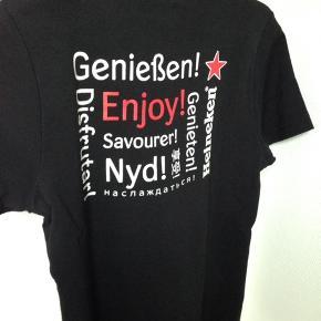 Ny fin T- shirts  Brystvidden 41 cm. ( 82 cm. For + bag)  Længde 65 cm.