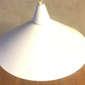 Flot hæve sænke loft lampe. Har en ledning der givet sig og kan ikke ses😊 Har mange andre lamper på min side.