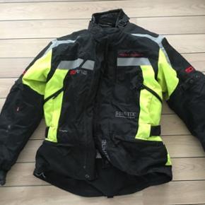Motorcykkel jakke + inderjakke. Brugt få gange. Str xl / 54Byd Gerne 👍