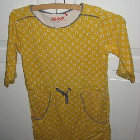 Super flot kjole fra Alba.   Se også mine andre annoncer.  kjole Farve: gul