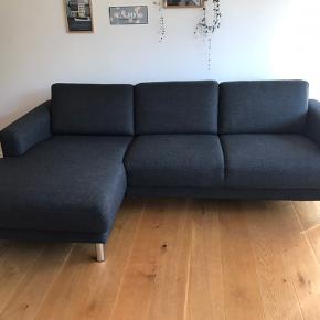 Pæn 3personers sofa i mørkegrå fra ikke-ryger hjem sælges grundet pladsmangel.  Mål Længde: 231cm Dybde (chaiselong): 140cm Højde: 81cm