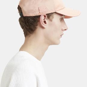 Acne Studios Camp Face cap i pink. Nærmest ubrugt.