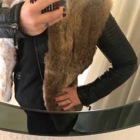 Kaninskind  Den har lidt slitage i nakken og på skuldrene, småt men det er der, dog stadig rigtig fin ☺️