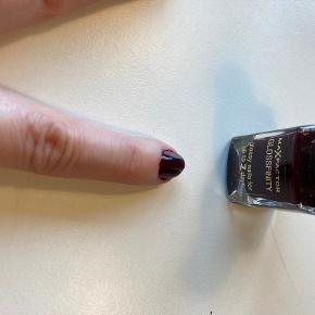 Max Factor negle & manicure