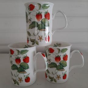 Roy Kirkham - Alpine Strawberry krus. H. 10,5 cm.  Prisen er pr. krus, og vi har 3 krus til salg.