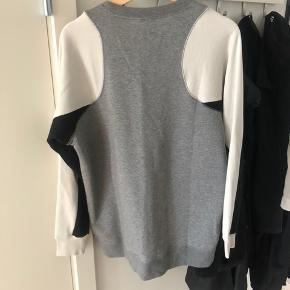Helt ny trøje/sweater fra Nike. Dejlig blød!