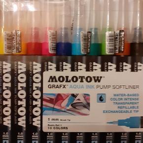 Molotow aqua ink pump softliner markers. Fantastiske genopfyldelige tuscher som kan bruges som akvarel:) Købt for 500kr på Stelling og er aldrig brugt  da jeg fik et andet sæt i gave. Byd gerne
