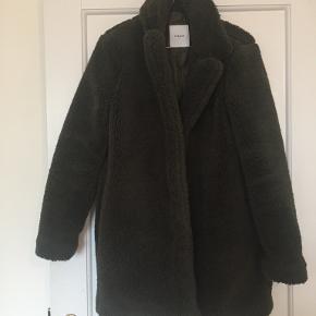 PIECES frakke
