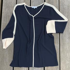 Lækker Dunkel Blå skjorte. Aldrig brugt. Forsendelse tillægges prisen. BYTTER IKKE.
