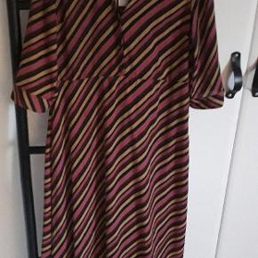 Helt ny kjole. Fejlkøb.