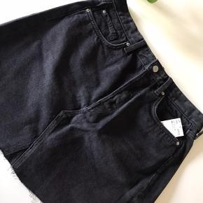 Flot denim nederdel. Stadig med mærke.