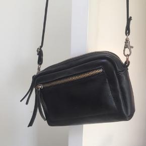 Taske, sælges billigt