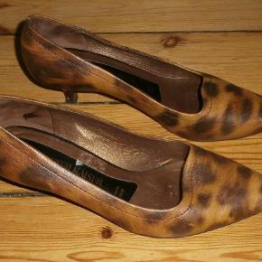Varetype: Smukke Pumps leopard Farve: Brun/lysebrun Oprindelig købspris: 1000 kr.
