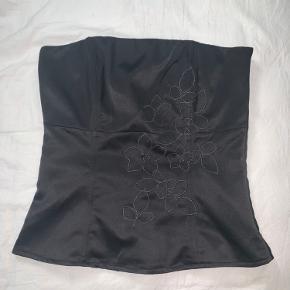 Super fin stropløs corsage / korset top 🦋 Som ny