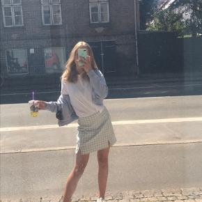Sælger denne her vildt smukke nederdel fra brandy melville som jeg dsv ikke bruger så meget mere men har været meget glad for!💖